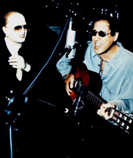 Adriano Celentano e Mina insieme durante le registrazioni del loro album nel 1998    ANSA