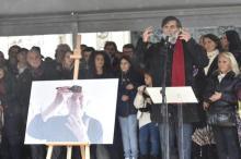 L'intervento di Jacopo Fo nel corso della celebrazione dei funerali laici del padre Dario in Piazza Duomo. Milano, 15 Ottobre 2016. ANSA/ FLAVIO LO SCALZO